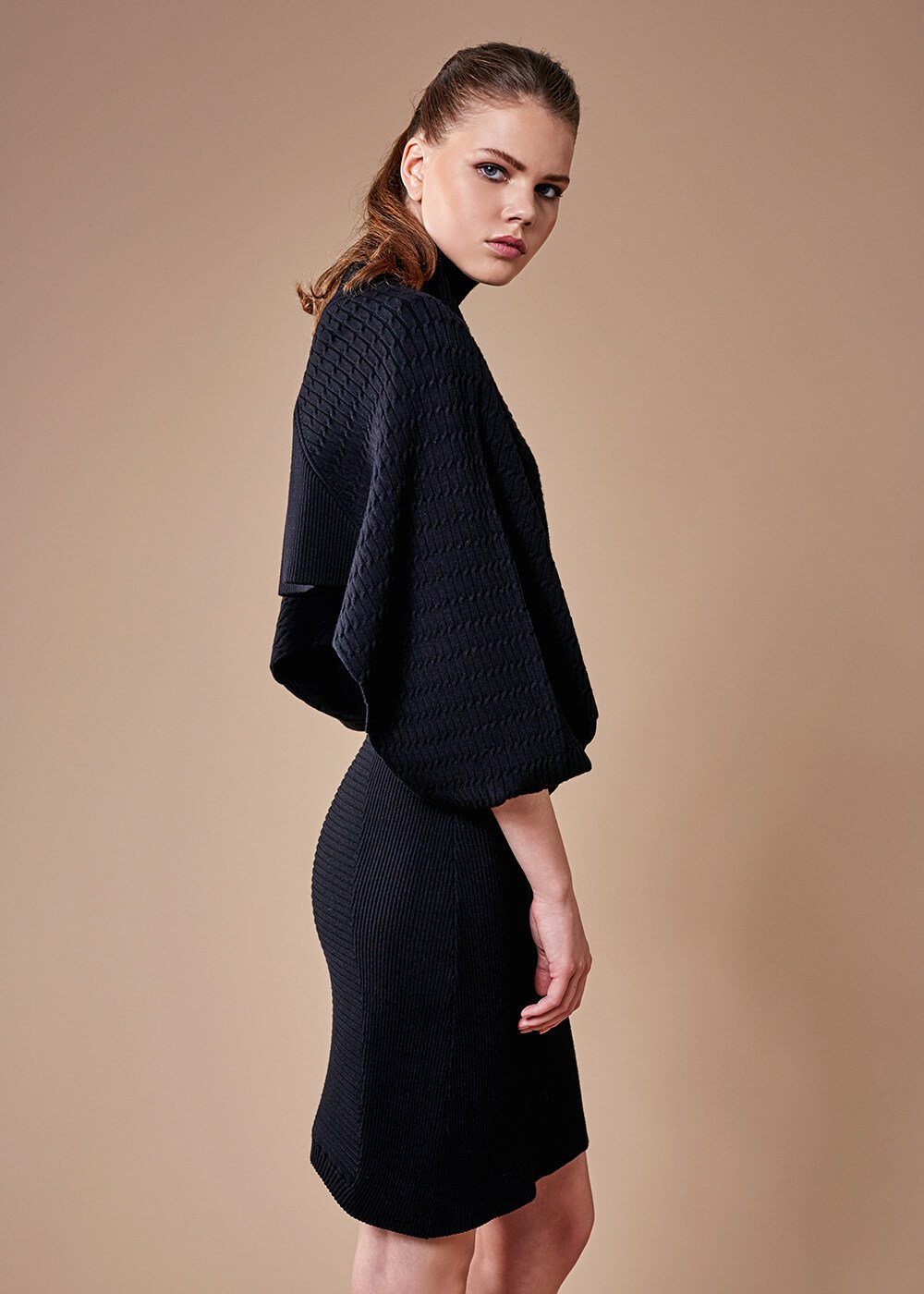 LOOSE FIT BLACK KNIT TOP