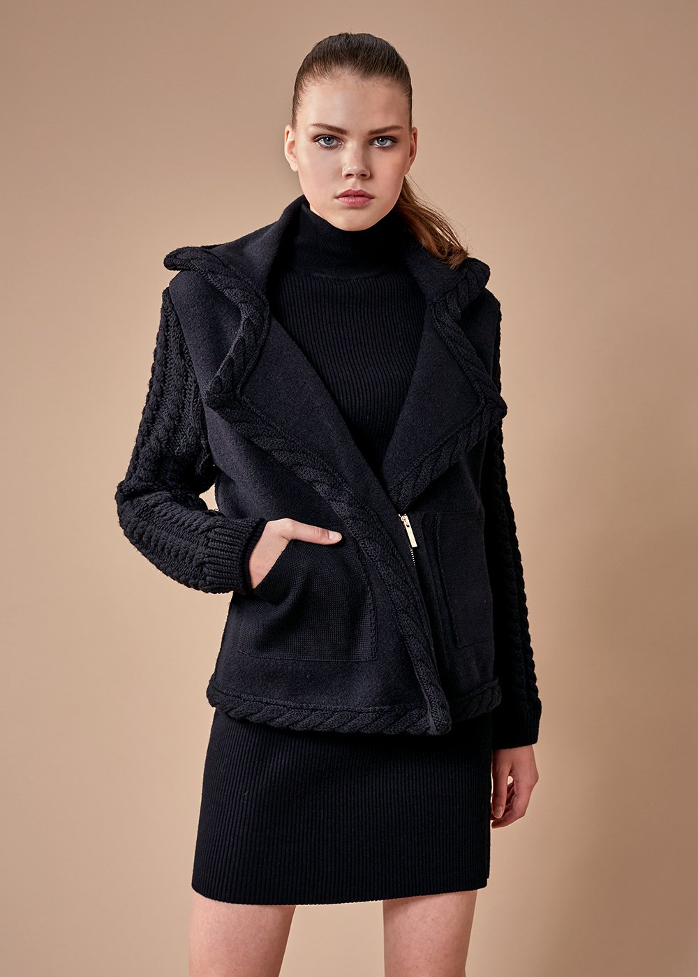 ZIPPED NAVY WOOL KNIT COAT