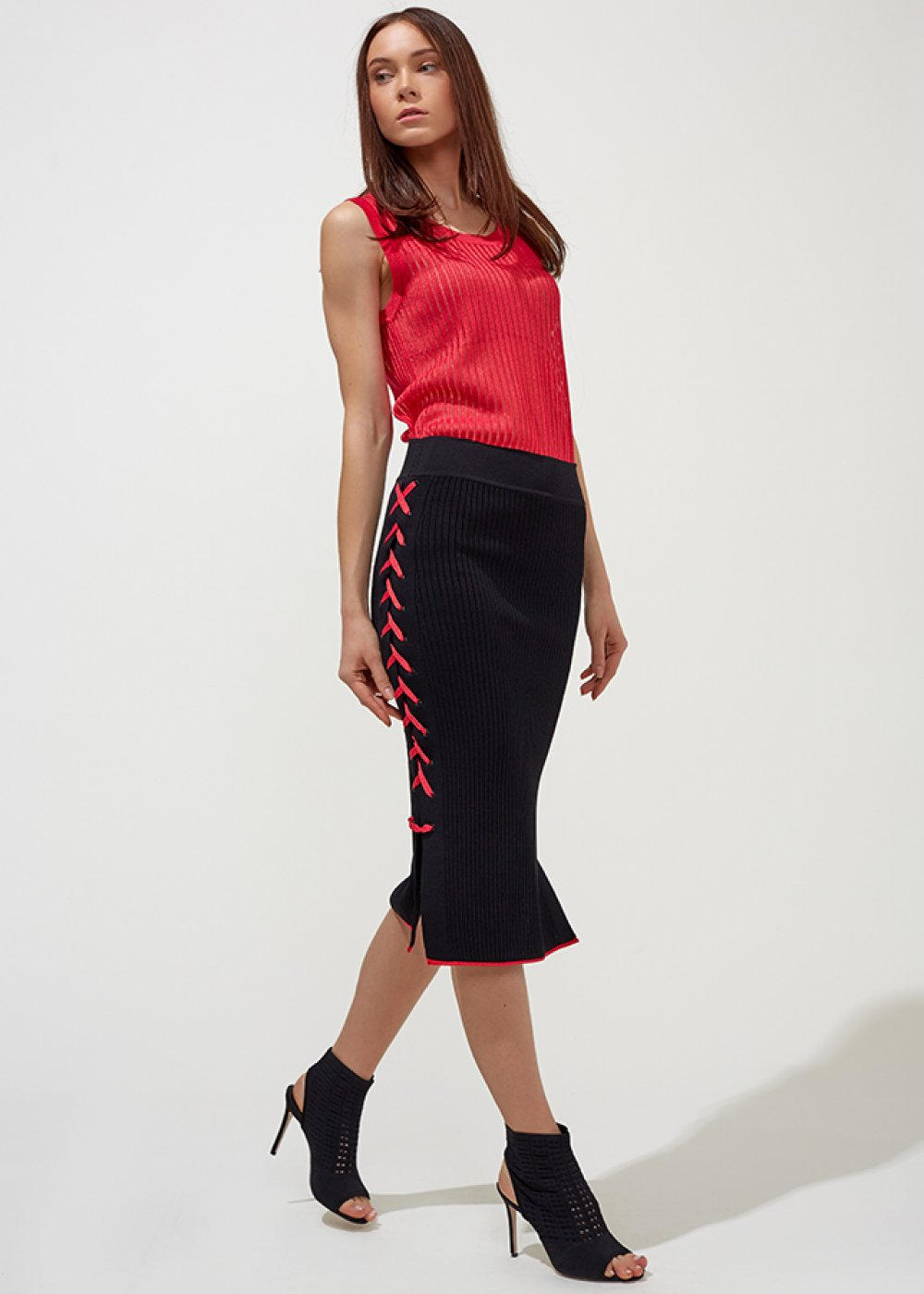 SLEEVELESS RIBBED RED TOP