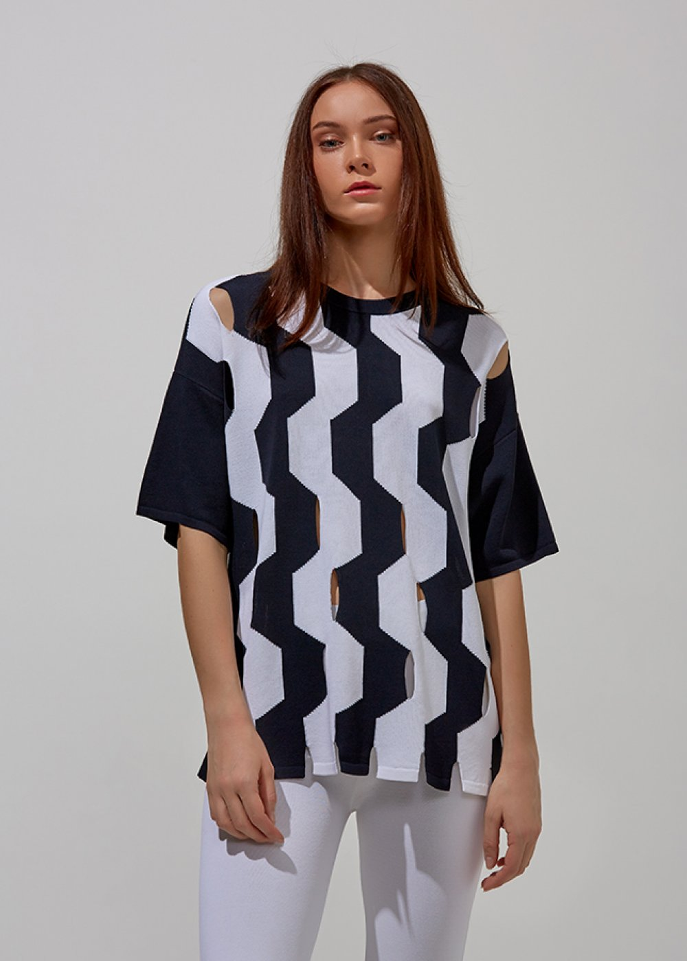 CUT OUT PATTERNED NAVY KNIT TOP