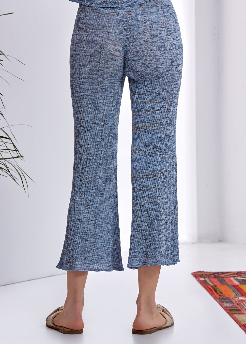 PATTERNED BLUE KNIT PANT
